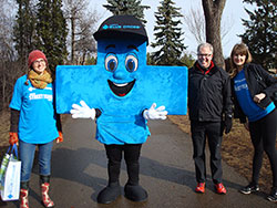 YRC advocate and former AMA President Dr. Carr joins Alberta Blue Cross mascot Big Blue and ABC staff and volunteers at the 2017 YRC Live Active Community Fun Run